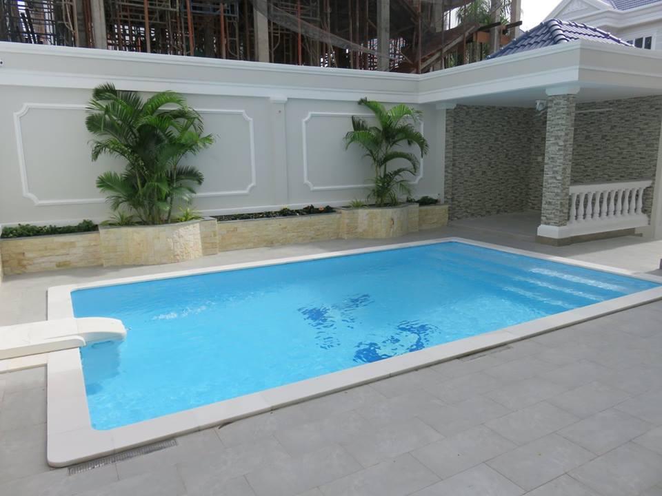 Mẫu thiết kế bể bơi ngoài trời - bể bơi gia đình kiểu dáng hẹp